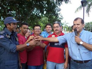 Claudio Azavedo fazendo as vezes do secretário de Segurança, em plena campanha