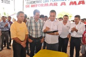 Antonio Pereira e Luis Fernando na inauguração da MA-335