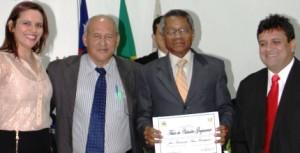Bernardo Rodrigues recebendo cidadania