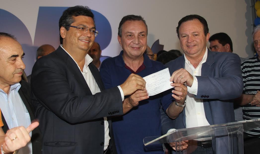 Brandão abona ficha de filiação de Luis Fernando, acompanhado pelo governador Flávio Dino