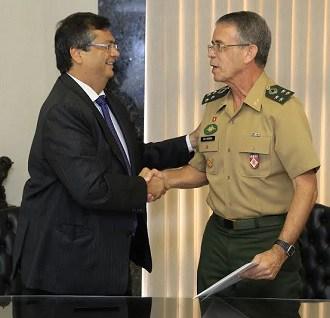 Flávio Dino e o general Ferreira