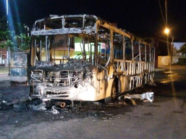 ônibus incendiados